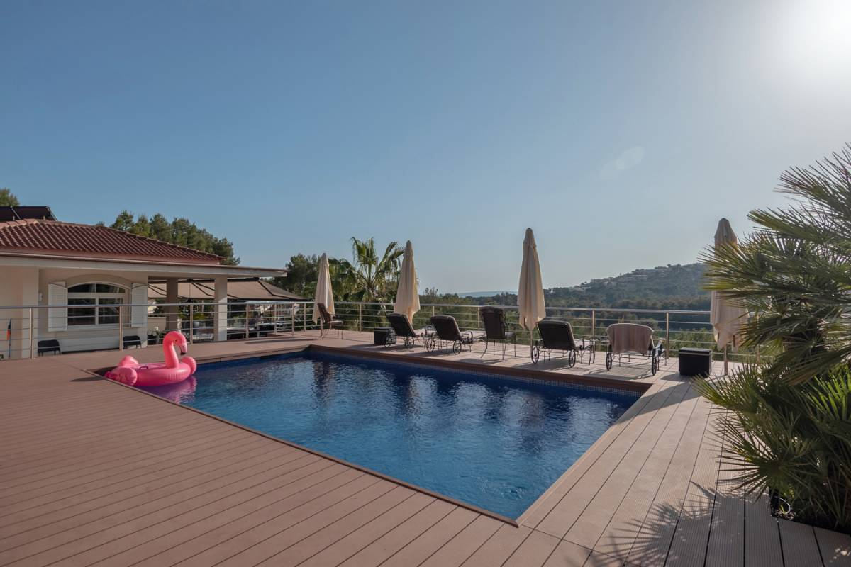 FABULOUS VILLA REFORMED IN BENDINAT WITH VIEWS TO THE GOLF COURSE.