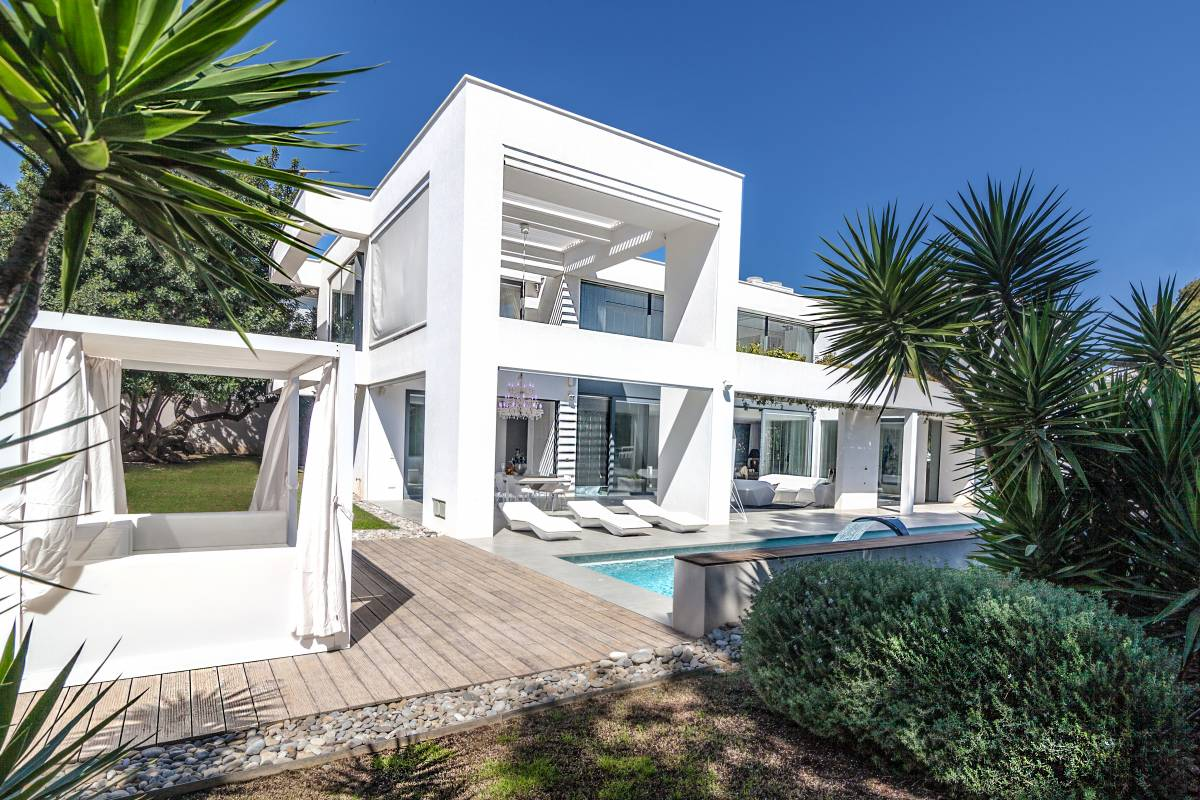 MODERN LUXURY VILLA IN THE CENTER OF PORTALS NOUS